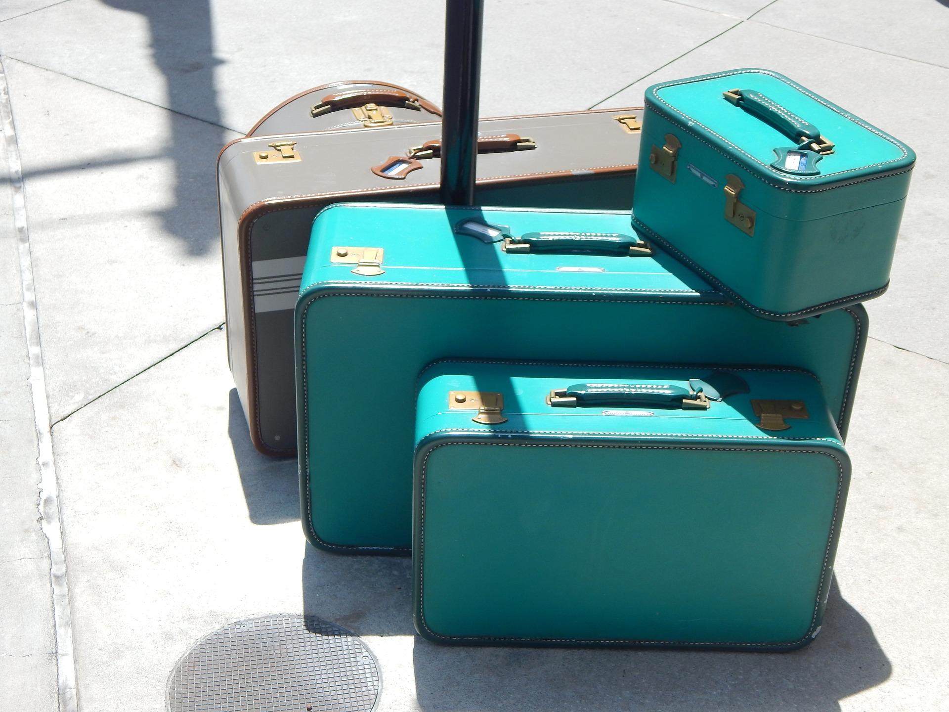 luggage-718059_1920